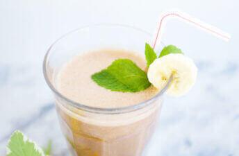 Banana, Dates & Cacao Smoothie