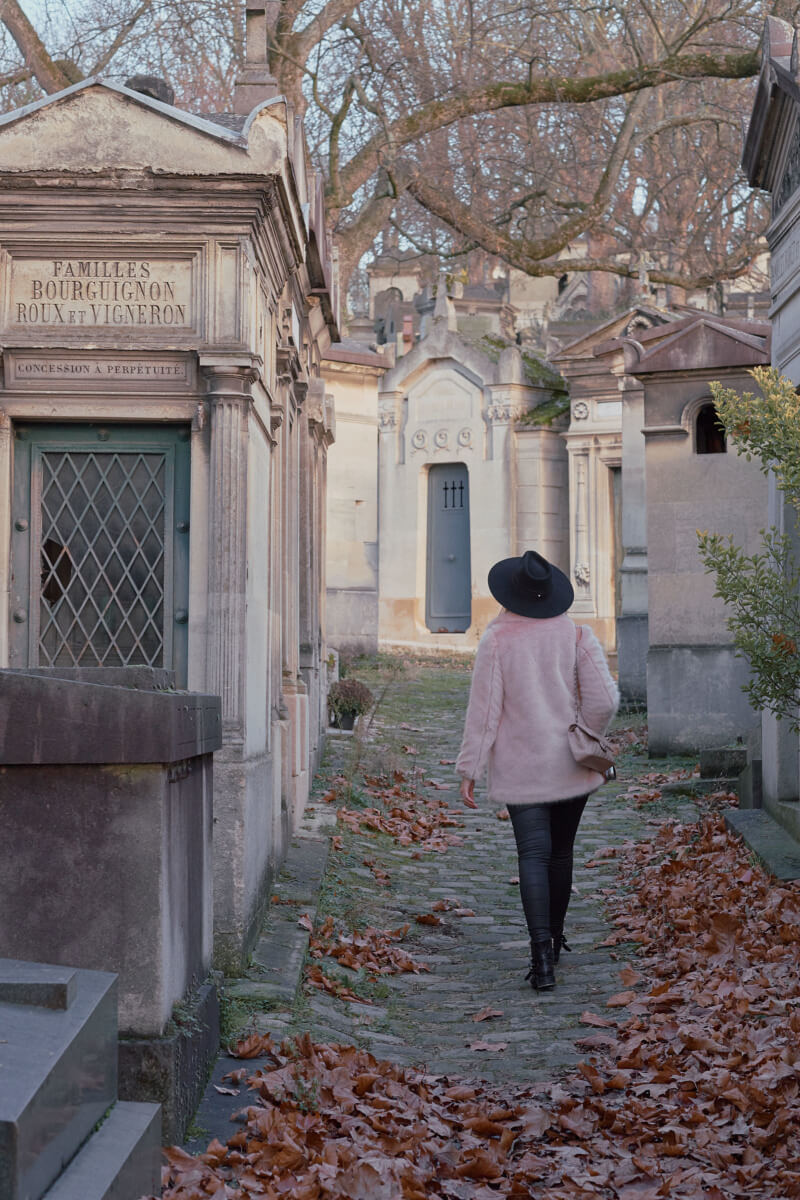 She's So Bright - Ghost Hunting at the Père Lachaise Cemetery