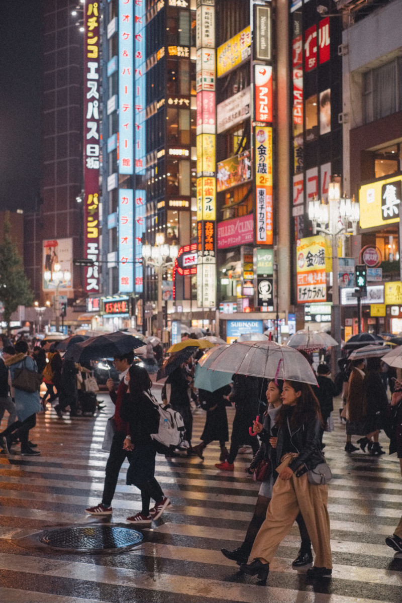 First Impressions of Tokyo - She's So Bright, Japan, City, Travel, Asia, Wanderlust, Photography, Fujifilm, Night Scene, Street at night, Signage, Neon, Umbrellas, Atmospheric