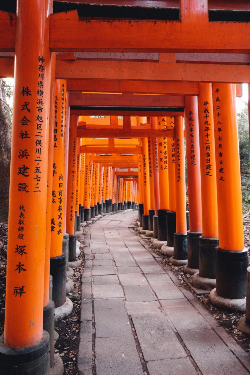 The Best Day at the Kyoto Fox Shrine - She's So Bright, Japan, Kyoto, Fushimi Inari Shrine, Travel, World Spots, Wanderlust, Tourist, Must See, Travel Photography, Patterns